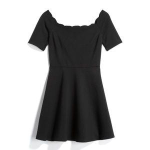 Dresses & Skirts - 🖤NEVER WORN scallop off-the-shoulder dress🖤